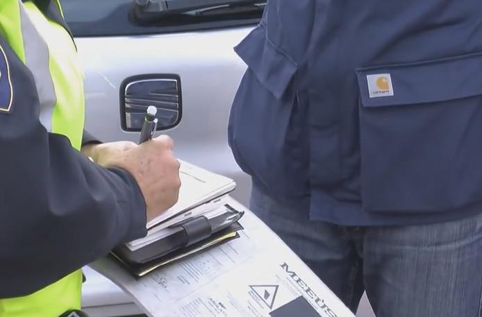 Boetes voor rijden met defecte aanhangers | Zeeuws nieuws | pzc.nl
