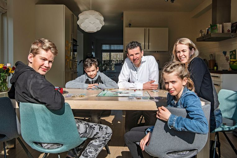De door het coronavirus getroffen familie Hijnen. Beeld Guus Dubbelman / de Volkskrant