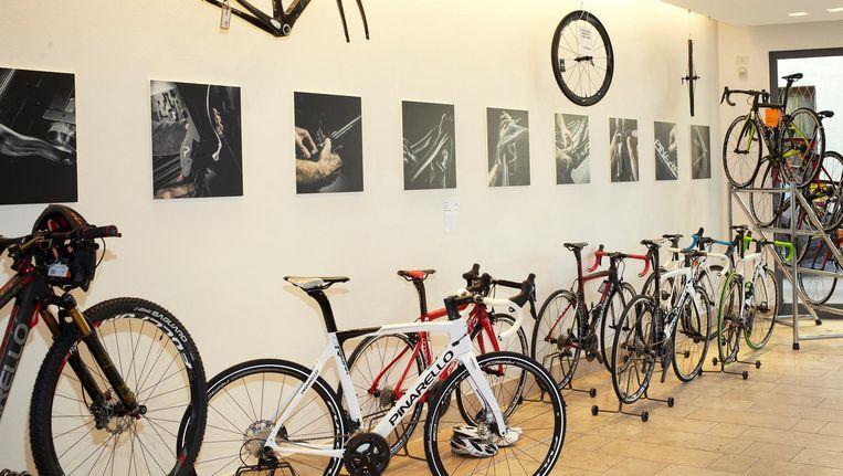 Snoepwinkel voor wielrenners: de showroom van Pinarello. Beeld Daniël Cohen