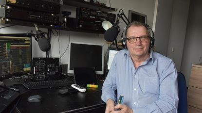Dj Joost Collings stampt internetradio uit de grond