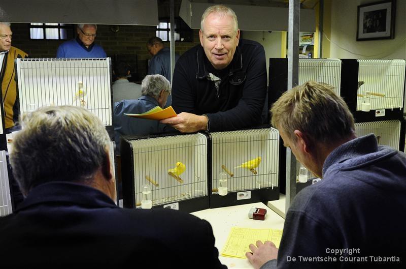 Albert Zomer uit Almelo treedt toe tot het hoofdbestuur van de Nederlandse Vereniging van Vogelliefhebbers