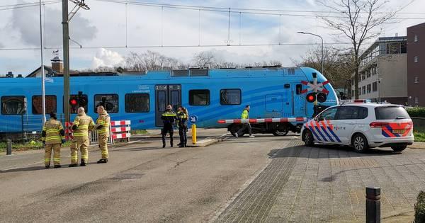 Geen treinverkeer door aanrijding op spoorwegovergang in Barneveld.