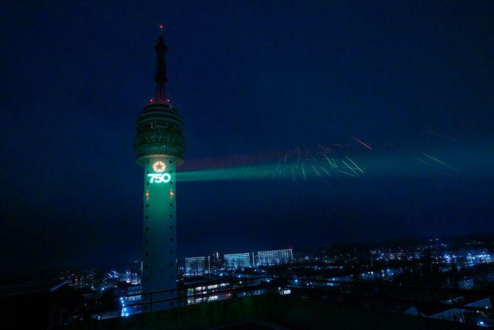 Projectie op tv-toren tijdens jubileumjaar 2018.