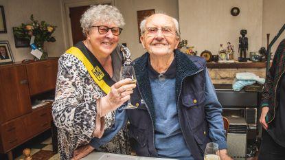 Honderdjarige Maurits in de bloemetjes gezet