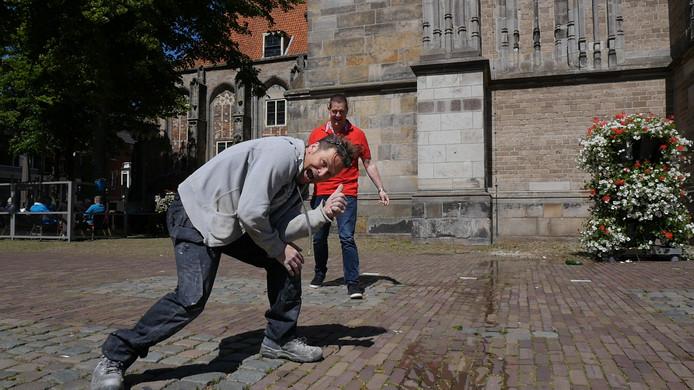 Jan Michels (voorgrond) met verslaggever Dennis Arentsen