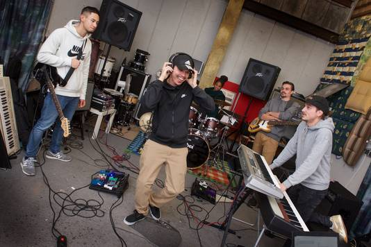 De Arnhemse hiphopband Potential Criminal brengt haar nieuwe ep uit op 'audiobroek'.