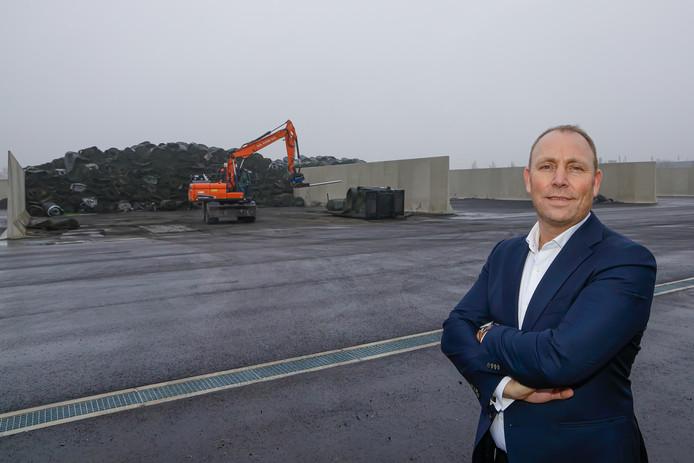 Directeur Eric van Roekel van GBN AGR op de locatie in het westelijk havengebied van Amsterdam waar de eerste fabriek voor het recyclen van kunstgrasmatten komt. ,,Uiteindelijk is alles te hergebruiken'', zegt Van Roekel.