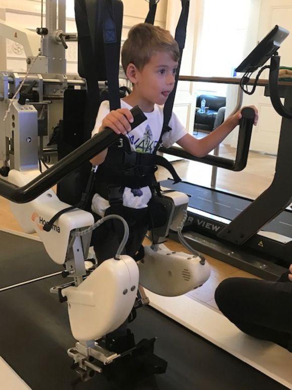 De 5-jarige Luca moet heel wat kinesitherapie volgen. Hij krijgt nu de steun van Marc Marse uit Steenokkerzeel, die de Dodentocht ten voordele van de jongen zal wandelen.