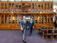 Historische bibliotheekkast van De Utrecht staat nu bij verzekeraar