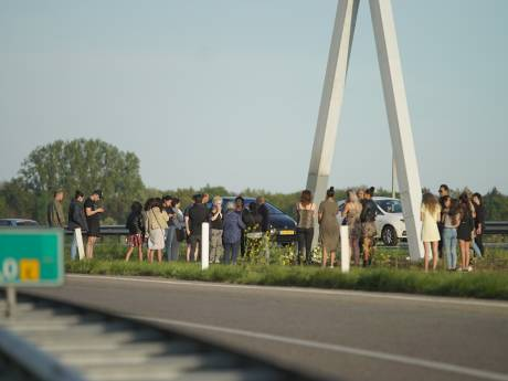 Spontane herdenkingen op ongevalslocatie A1 bij Deventer