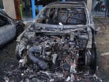 Drie auto's compleet uitgebrand in Boezemstraat