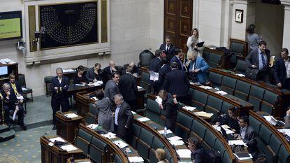 Oppositie verlaat woedend vragenuurtje in de Kamer