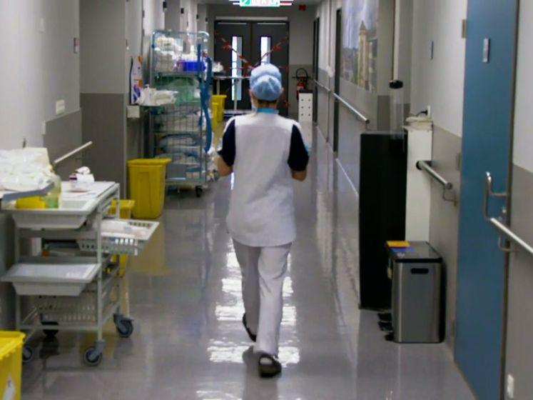 """Ziekenhuispersoneel uitgeput terwijl échte piek nog moet komen: """"We zitten op ons tandvlees"""""""