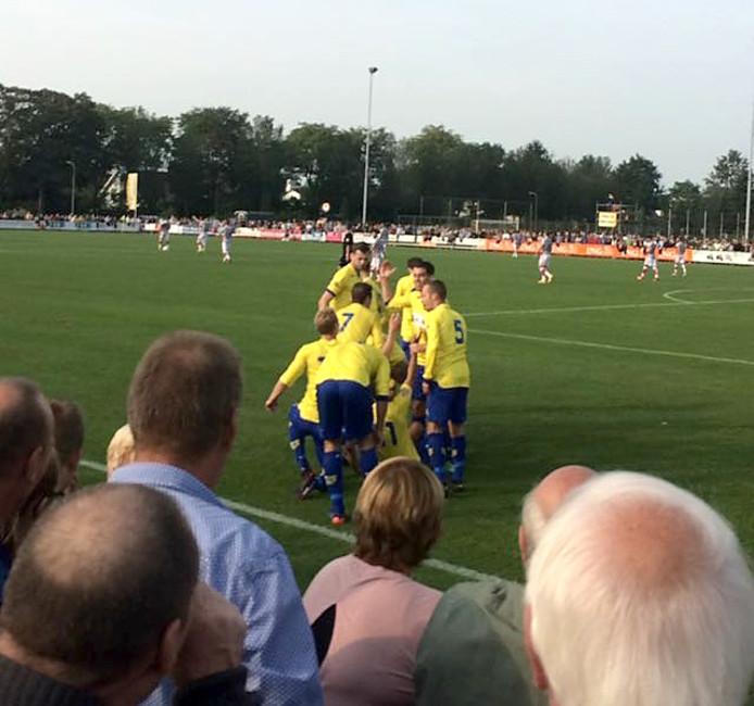 Dongen juicht na 14 minuten wanneer Mijnhijmer raak kopt tegen Go Ahead Eagles Foto Eagles supporter twitter