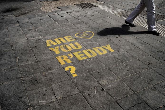 """Même le sol est coloré de jaune avec le message """"êtes-vous prêts?"""""""