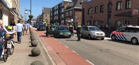 Auto klemgereden op Hoofdstraat in Velp