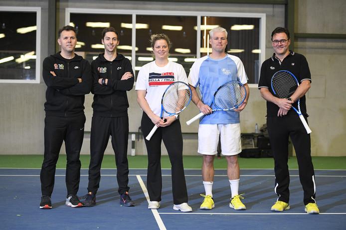 Kim Clijsters met haar staf. Tweede van rechts: Fred Hemmes.
