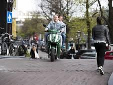 Amsterdam steunt oproep voor landelijke helmplicht snorfietsers