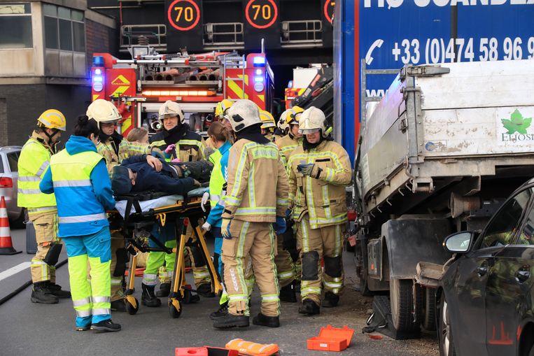 De man werd zwaargewond naar het ziekenhuis overgebracht.