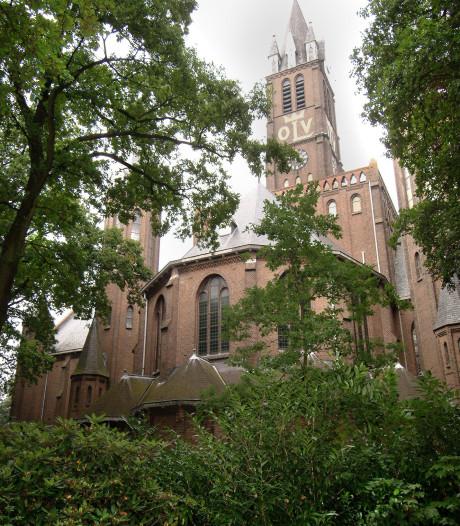 Markante torenspits Willebrordse kerk wordt na bouwvak grondig aangepakt