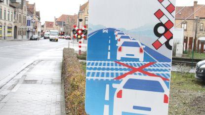 """Infobord 'sta niet stil op treinsporen': """"Al vaak op het nippertje"""""""