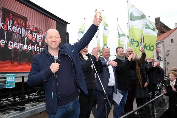Vorig jaar kon de burgemeester van Eeklo het glas nog heffen op de nieuwjaarsreceptie, maar dat zal nu niet kunnen.