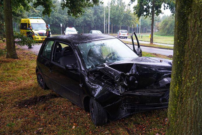 Automobilist verliest macht over het stuur in de Reeshof.