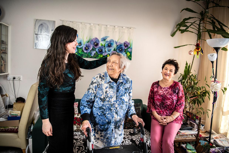 Erna Smith-Broers met dochter Wilma en kleindochter Amber.