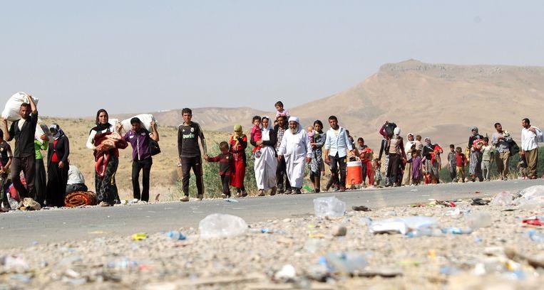 Duizenden yezidi's vluchten in augustus 2014 voor IS. Beeld AFP
