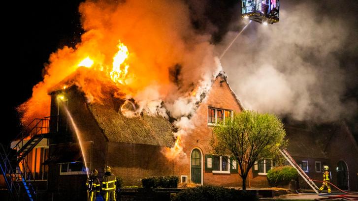 Brand verwoest pand Leger des Heils in Ugchelen