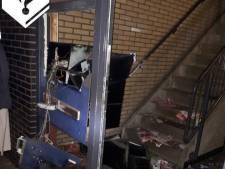 Vandalen blazen voorgevel aan diggelen in Van Ostadestraat