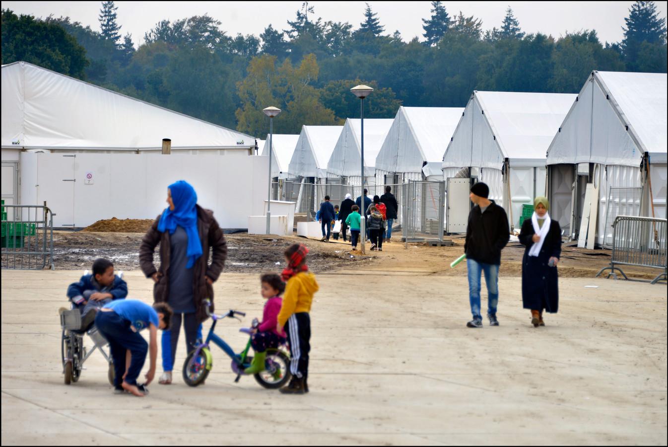 Nijmegen was zeer gastvrij voor zo'n drieduizend vluchtelingen in de winter van 2015/2016. Zij werden destijds opgevangen in een tentenkamp op Heumensoord.