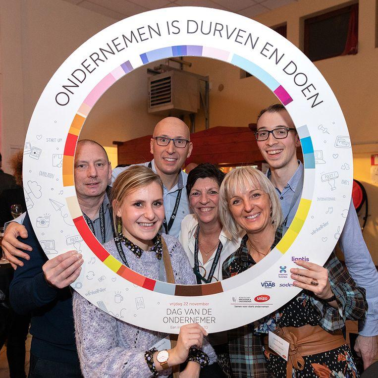 Enkele zelfstandigen op de Dag van de Ondernemer in Denderleeuw