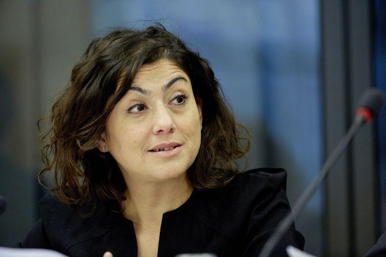 SP-Kamerlid Sadet Karabulut tijdens het Tweede Kamerdebat over de woningcorporaties. Beeld ANP