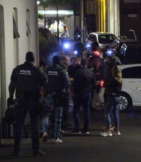 Inval arrestatieteam in Aalten om drugs, vuurwapen en contant geld