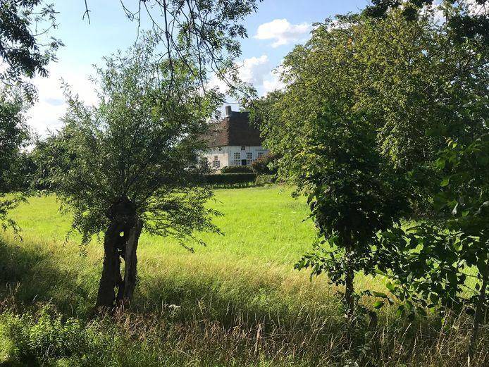 Woonboerderij De Hoef in het lommerrijke Nederhemert-Zuid.