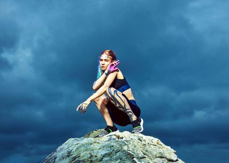 Grimes in de campagne van Stella McCartney voor Adidas.