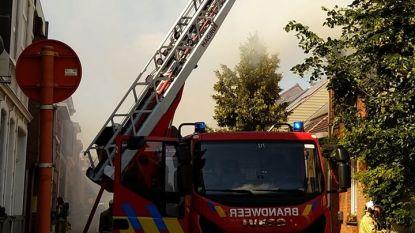 Uitslaande brand in Oude Vaartstraat: bewoonster en kleindochter vluchten naar buiten