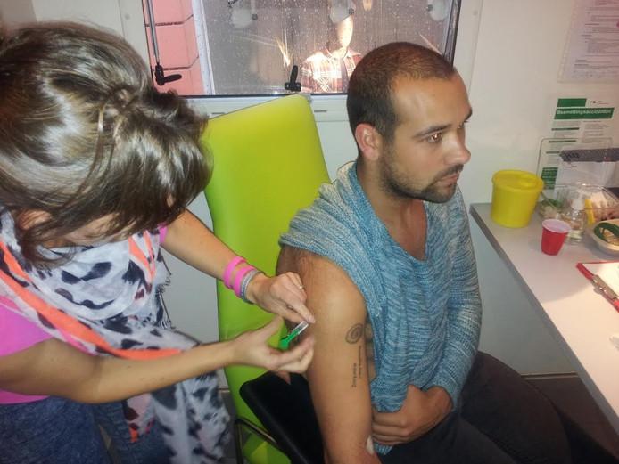 Richard Ballin liet zich als enige vaccineren tegen Hepatitis B.