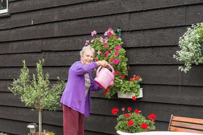 Mevrouw Padmos woont als 60 jaar in Brijdorpe.
