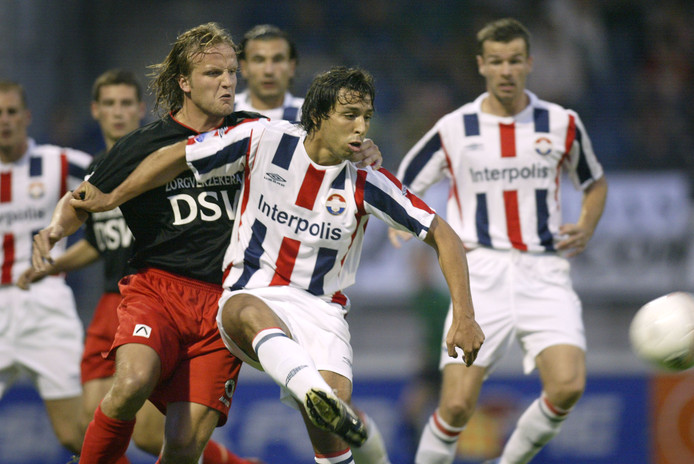 Mounir el Hamdaoui in actie voor Willem II tegen Excelsior.
