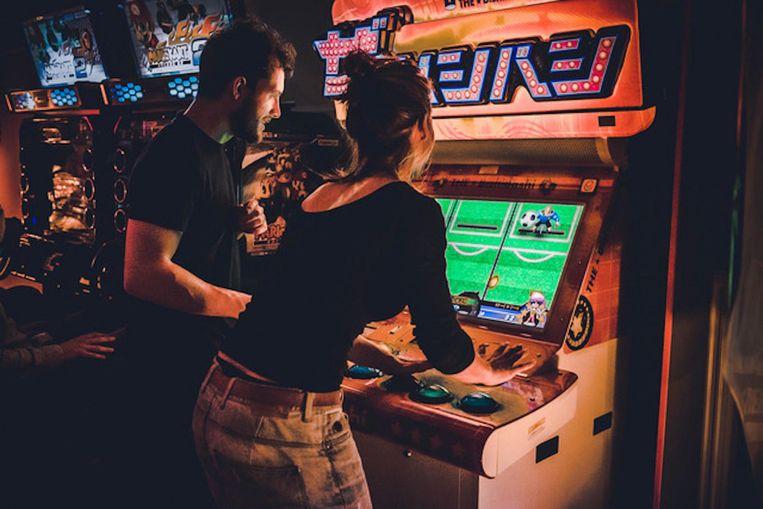 Speel samen een spelletje om het ijs te breken, zoals hier in TonTon Club. Beeld Thom van Boheemen