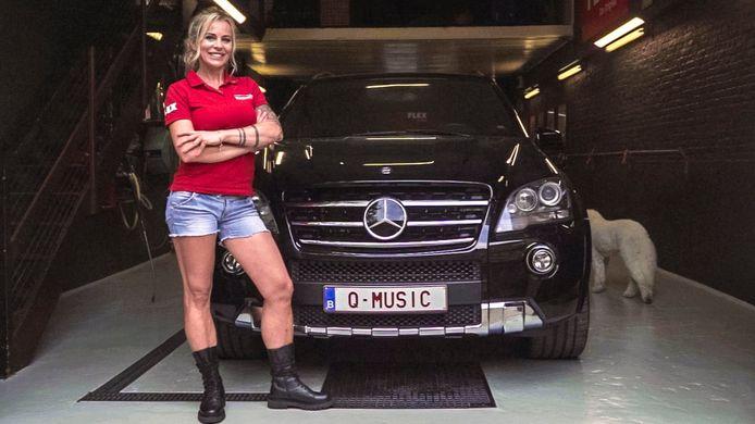 Justyna heeft een bijzondere kentekenplaat op haar Mercedes ML 63 AMG: Qmusic