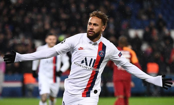 Neymar juicht na zijn goal voor PSG tegen Galatasaray.