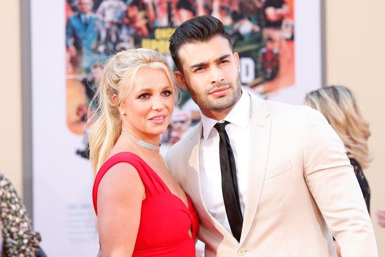 Britney en haar vriend Sam, die een huwelijk overweegt met de zangeres.