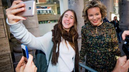Koningin Mathilde op bezoek? Tijd voor selfie!