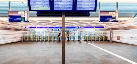 Zwartrijders vallen controleurs aan op station Zwolle