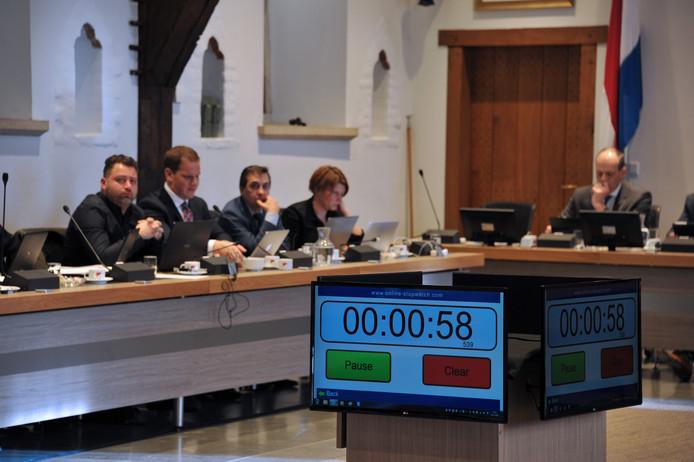 Sinds begin dit jaar telt een klok in de raadzaak het aantal minuten dat raadsleden aan het woord is af. Doel was dat vergaderingen korter zouden duren. Dat is niet gelukt.