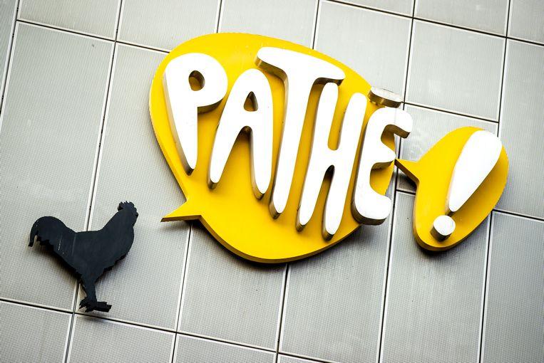Bij Pathé stelt het personeel vooraf vragen over de gezondheid aan bezoekers. Beeld ANP