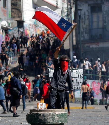 Karateka's uit Apeldoorn beleven angstige momenten bij protesten Chili: 'De kogels vlogen je om de oren'